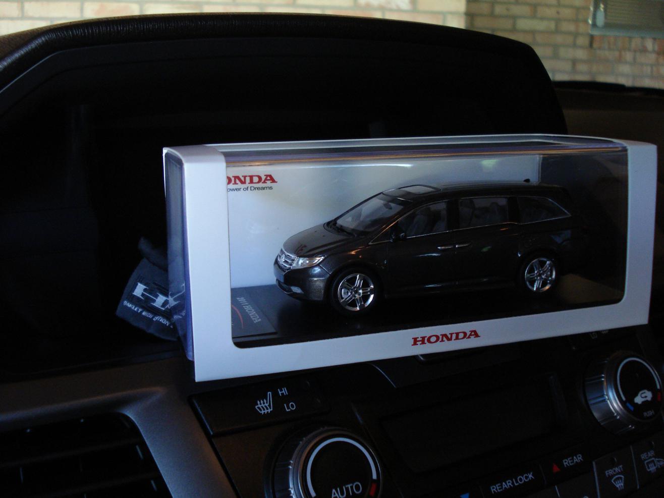 Die Cast Or Model Toy Odyssey 2012 Van